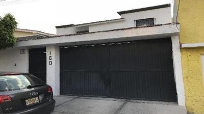 Casa En Venta O Renta En Colinas Del Cimatario Con Amplios Espacios.