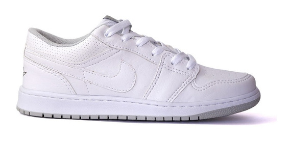 Tênis Nike Air Jordan 1 Low Esportivo