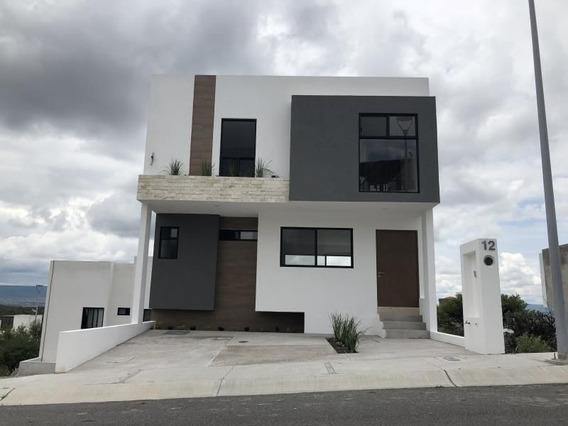 Hermosa Casa En Zibata, 3 Niveles, Sótano, 3 Habitaciones, Jardín, 3.5 Baños..