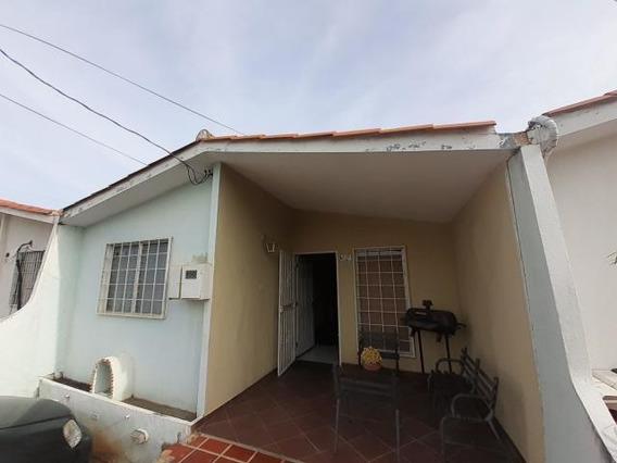 Casas En Venta Cabudare 20-20335 Rg