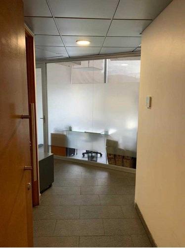 Imagen 1 de 6 de Oficina Remodelada, Cerca Del Metro Los Dominicos