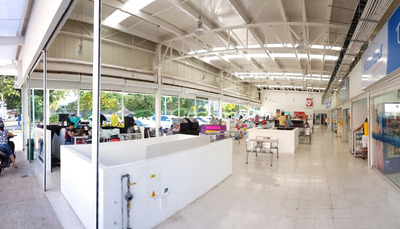 Pequeño Centro Comercial