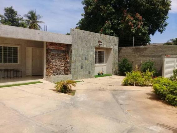 Casa En Venta. La Limpia. Mls 19-18149.