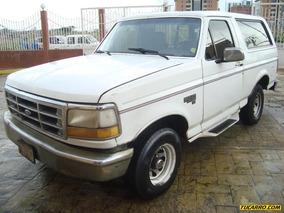 Ford Bronco Custom 4x2 - Automática