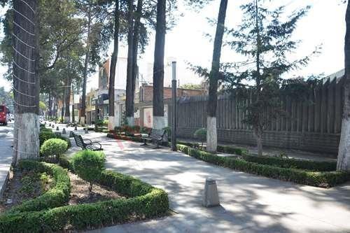 Casa En Venta Con Amplio Jardín En Paseo Colón, Toluca
