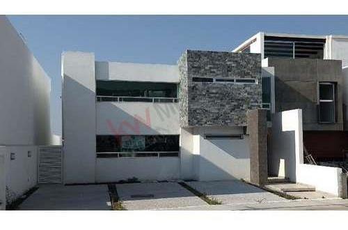 Casa En Venta,recamara En Planta Baja, Lomas De Juriquilla, Querétaro