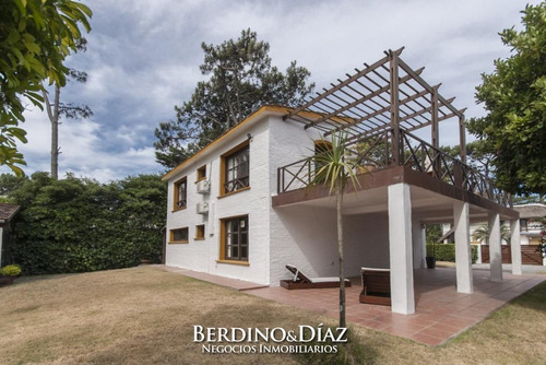 Casa En Venta En Pinares- Ref: 589