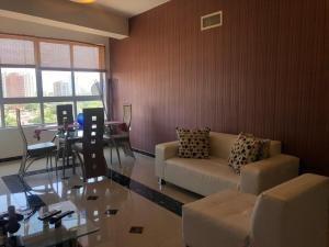 Apartamento En Alquiler El Milagro 20-268 Sumy Hernandez