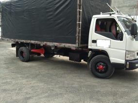 Camion De Estacas En Buen Estado