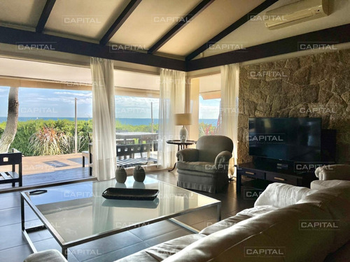 Casa En Alquiler Frente Al Mar Punta Del Este Cuatro Dormitorios- Ref: 30729