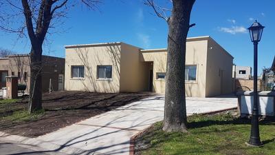 Casa En Pilar Del Este - Santa Guadalupe - C/dependencia