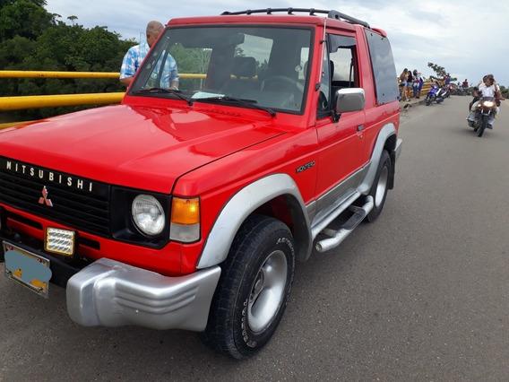 Mitsubishi Montero 2600