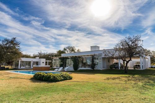 Imagen 1 de 14 de Country Causana, Hermosa Casa De Tres Dormitorios