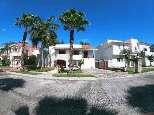 Oportunidad En Villa Magna, Hermosa Y Amplia Casa Con 816m2