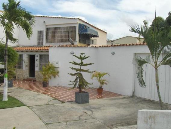 Casa En Venta En La Rosaleda, Lara Rahco