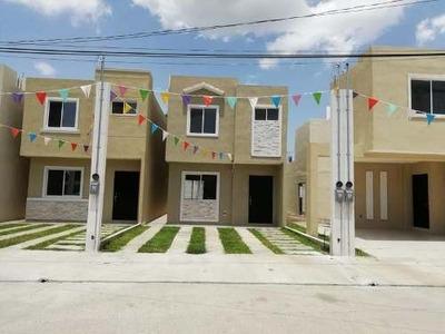 Casa En Venta En Col. Del Bosque, Tampico