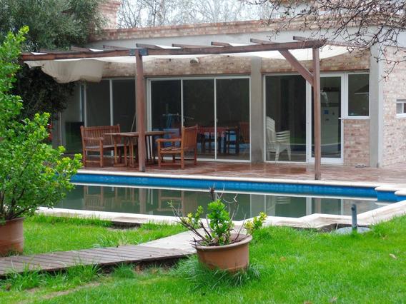 Hermosa Casa Con Piscina Y Gran Jardín