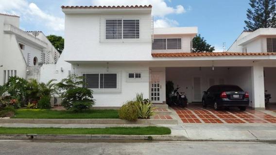 Vendo Excelente Town House De Dos (02) Plantas.
