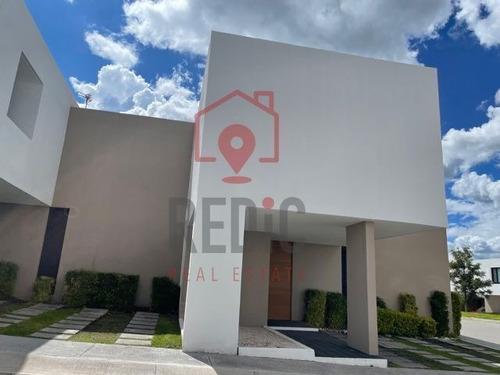 Imagen 1 de 19 de Casa De 3 Hab. En Cumbres Del Lago