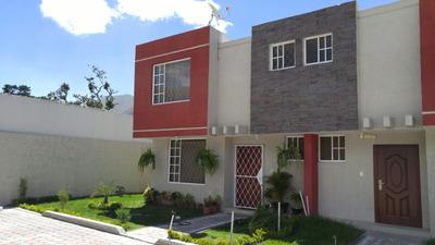 Casa En La Mitad Del Mundo Con Amplios Patios A Estrenar