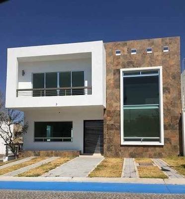 Casa En Venta En Grand Juriquilla, Acabados De Lujo.
