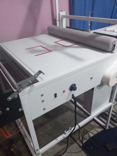 Imagem 1 de 5 de Máquina De Fabricar Tapetes Higiênicos E Fraldas.