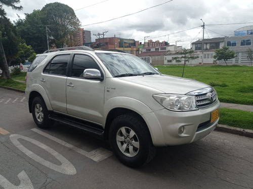 Oferta Toyota Fortuner 2.7l 4x2 7 Puestos