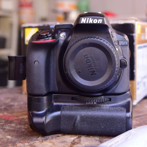 Câmera Fotográfica Nikon D5300 (corpo, Batéria, Grip)