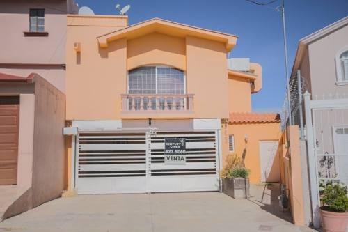 Casa Moderna En Fraccionamiento Privado, Buena Ubicación.
