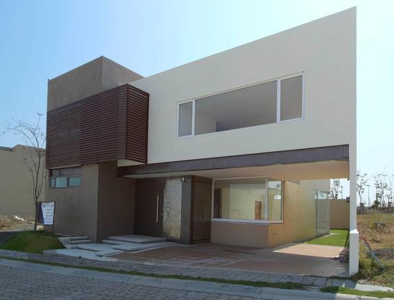 Casa En Venta Parque Jalisco, Lomas De Angelópolis. 4 Recámaras Y Jardín.