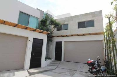 (crm-1404-2318) Moderna Casa A La Venta En Zona Dorada Col. Delicias Clave Cs826