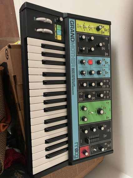 Synth Moog Grandmother Semi-modular Analógico