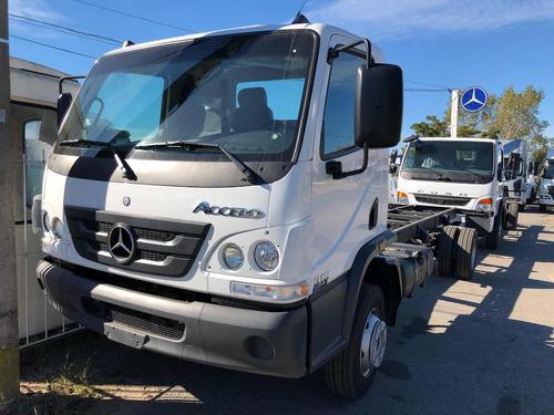 Mercedes Benz Accelo 915