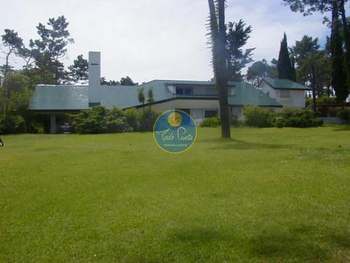 Casa En Venta Zona  Mansa, Punta Del Este, 5 Dormitorios.- Ref: 5925