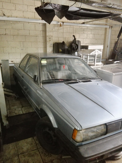 Nissan Sentra 1987.