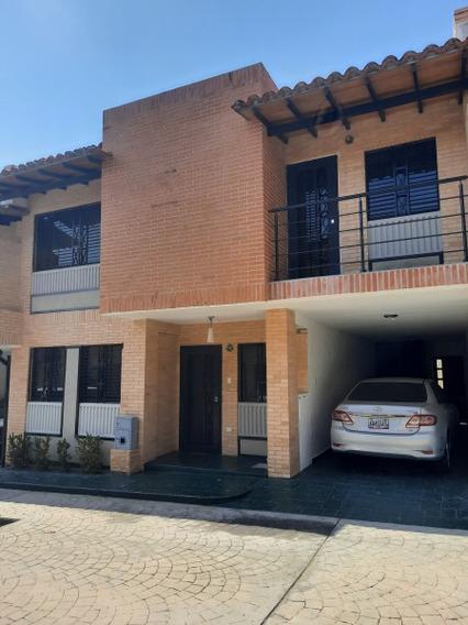 Townhouse En Mañongo Código 421009 Cvg