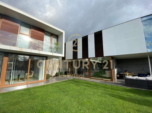 Imagen 1 de 26 de Venta De Casa Residencial En Exclusivo Sector Portal De L...