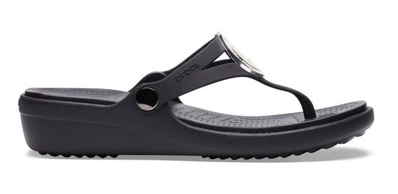 Sandalia Crocs Dama Sanrah Metalblock Wedge Flip Negro