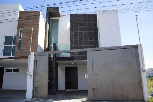 Casa En Venta En La Zona De Cd. Judicial Y Periférico