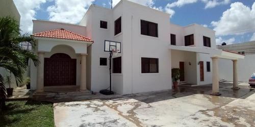 Amplia Residencia De 4 Recámaras Amueblada En El Norte De Mérida. Disponible A Partir De Agosto 2020