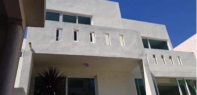 Bonita Casa Recien Remodelada En Fraccionamiento