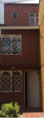 Casa Tres Pisos Sabaneta Unidad Cerrada