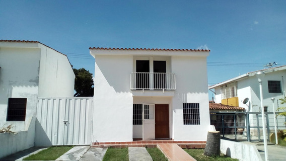 Casa En Alquiler En Cabudare 20-2611 Rg