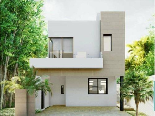 Imagen 1 de 18 de Casa En Venta De 3 Niveles, 3 Recámaras Con Roof Garden En B