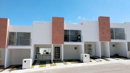 Preciosa Casa En Zibatá, Alberca, 3 Recámaras, Jardín, 2.5 Baños, Doble Altura