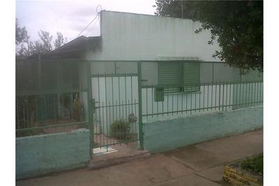 Casa 15 (72) E/ 125 Y 126 - Berisso.