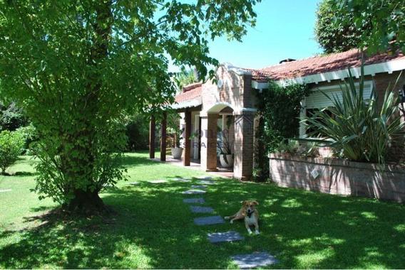 Casa En Barrio Jardines De Cordoba, Ideal Para Todo El Año.-ref:214