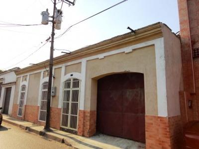 Ltr Vende Casa Con Amplio Terreno En San Blas Cod 296602
