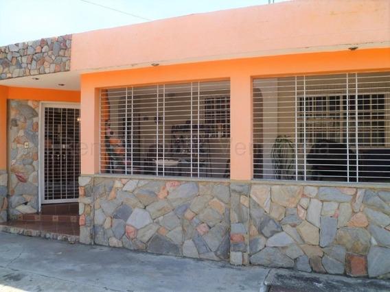 Casa En Venta La Esmeralda 20-7879 Aaa