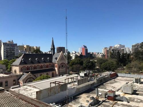 Amplio Departamento En Venta En Caballito Con Cochera Y Vista Al Parque Rivadavia
